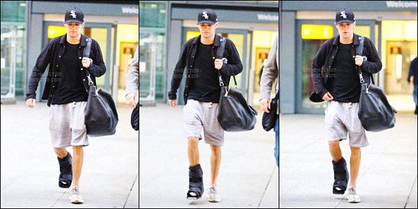 16/09/15 : Liam et Niall ont été photographiés à l'aéroport international de « Heathrow » situé à Londres.Les deux garçons n'ont pas pris le même avion. Niall (et sa patte folle) est donc arrivé à l'aéroport quelques heures après Liam. Ils ont l'air fatigués.