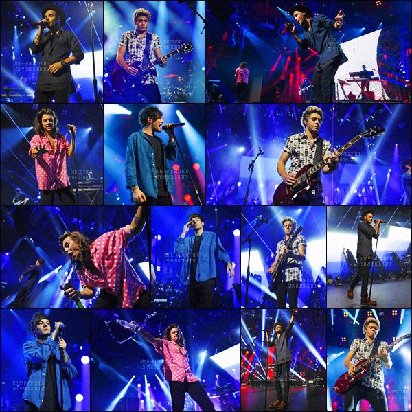 22/09/15 : Les One Direction faisaient parti du « Apple Music Festival » qui se déroulait au Roundhouse.Étant donné que les tickets étaient à gagner grâce à Apple, beaucoup de personnes présentes dans le public n'étaient pas des fans. C'est dommage..