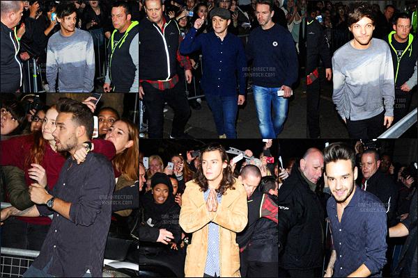12/11/2015 : Les One Direction se sont rendus dans un studio de la « BBC Radio 1 » situé dans Londres.Ils ont participé au « Livelounge » où ils ont chantés ces chansons : Drag Me Down, Infinity, Perfect, FiveFourSeconds, Torn & Story Of My Life.