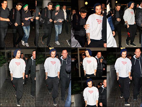 16/11/2015 : Louis et Liam ont été aperçus arrivant à l'aéroport international de  « L.A.X » de Los Angeles.Les gars continuaient la promotion de leur dernier album « Made In The A.M » en Amérique du Nord avant d'enchaîner avec l'Amérique du Sud.