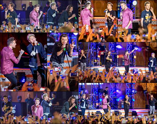 19/11/15 : Les One Direction étaient au talk-show « Jimmy Kimmel » qui se déroulait dans Los AngelesÉtant dans les studios de la chaîne qui produit les émissions télé, les garçons en ont profité pour enregistrer l'émission du « Jonathan Ross Show »