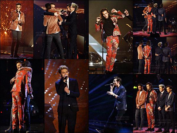 13/12/2015 : Les One Direction se sont rendus sur le plateau de l'émission « X-FACTOR UK » à Londres.Pour clôturer le premier chapitre de leur groupe, les One Direction se sont rendus là où tout a commencé pour chanter « Infinity » et « History » !