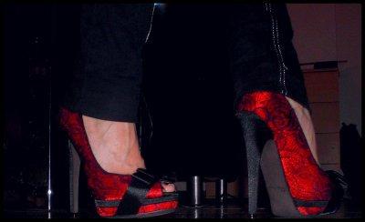les escarpins rouges d Emilie.......