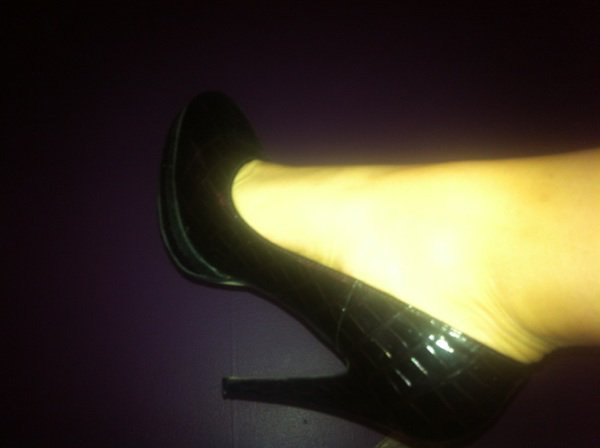 Nouvelle venue sur mon blog  Lilya, j'adore ses esacrpins noirs