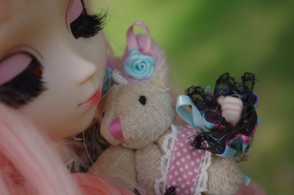 """""""Mais alors, dit Alice, si le monde n'a absolument aucun sens, qui nous empêche d'en inventer un ? """""""