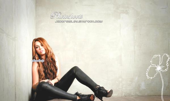 Les Photoshoots de Miley Cyrus pour Can't be Tamed.Je trouve Miley trop jolie sur les photo j'aime bien les position quelle a sur les photos et j'aime beaucoup les habits quelle porte aussi la paires de chaussure j'aime mais trop haut les talons je trouve j'aimerais pas mettre sa comme chaussure en tout cas et vous vous en pensez quoi ? :)Le reste des photo ICI