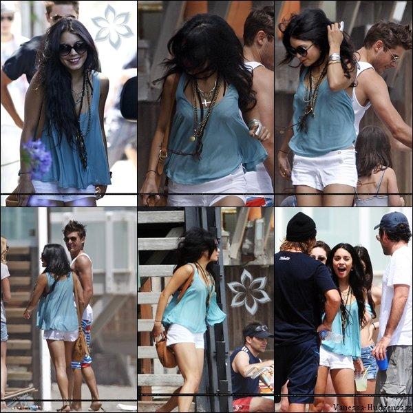 Article flash back. Souvenez vous, le 4 juillet 2010, Vanessa était avec Zac et des amis sur la plage de Malibu. Que pensez vous de sa tenue ?
