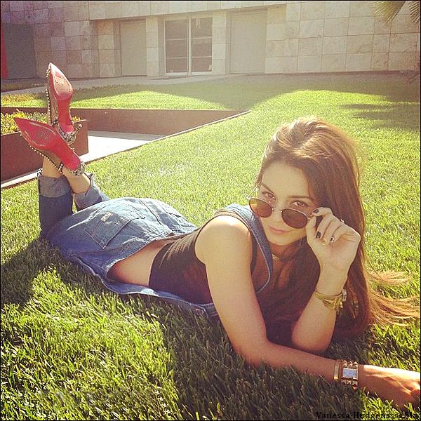 Lundi 20 mai 2013 : Vanessa a été vue allant faire du sport avec son assistante à la salle de gym Equinox de West Hollywood. Et voici également une photo personnelle de Vanessa qu'elle a posté sur son Tumblr.