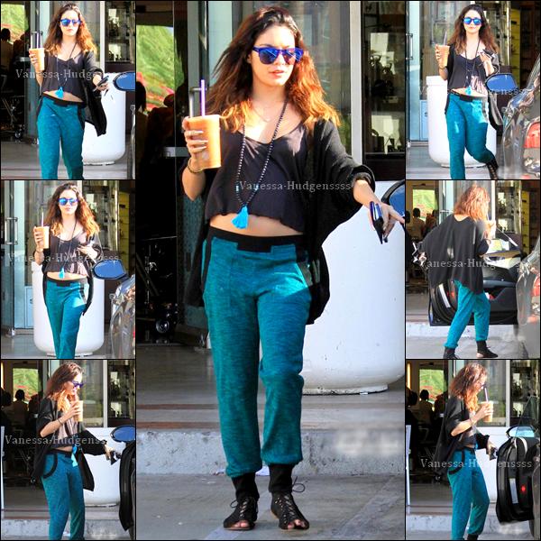 """06/03/2014 : Vanessa a été photographiée lorsqu'elle quittait le """"Coffee Bean & Tea Leaf"""". Pour sa tenue je trouve que c'est un BOF, je n'aime pas ses chaussures, et son pantalon il y a quelque chose qui me dérange, par contre j'aime bien la couleur"""