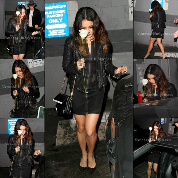 """07/03/2014 : Vanessa a été photographiée avec Austin Butler, lorsqu'ils quittaient le """"The Vaucluse Lounge Bar"""", dans West Hollywood. Pour sa tenue c'est un gros TOP, elle est sublime"""