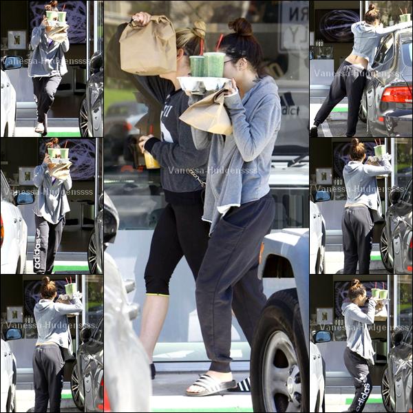 08/03/2014 : Vanessa a d'abord été photographiée quittant son cours de yoga dans Studio City. Pour sa tenue c'est un BOF, je n'aime pas ses chaussures