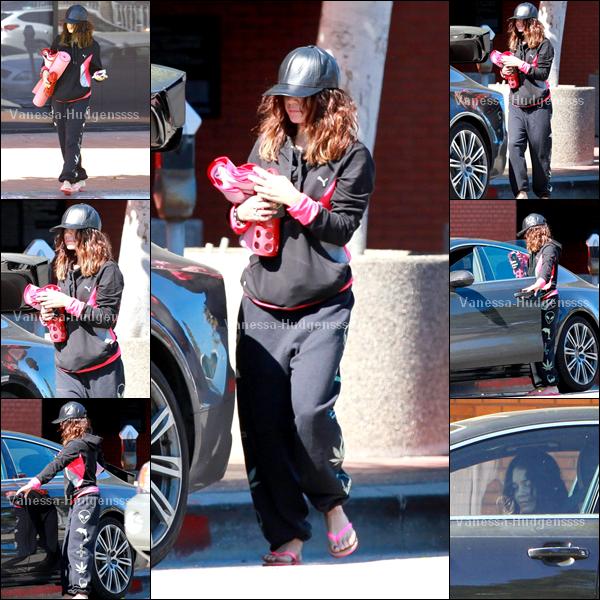 30.03.2014 : Vanessa a tout d'abord été vue retournant à sa voiture après avoir été à son cours de Yoga à Studio City.Pour sa tenue perso je trouve que c'est un FLOP, et vous ?