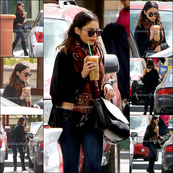 """02.04.2014 : Vanessa a d'abord été vue lorsqu'elle quittait la salle de sport """"Soul Cycle"""" dans Los Angeles. Ce candid ressemble à un photoshoot je trouve, vous trouvez pas ? Pour sa tenue TOP"""