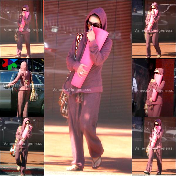 07.04.2014 : Cette sortie de Nessa ressemble à celle du 06.04. Elle a tout d'abord été vue quittant son cours de yoga. Gros FLOP pour elle, depuis qu'elle est allée chez le coiffeur le 04.04, elle se cache tout le temps sous sa capuche, qu'en pensez-vous ?