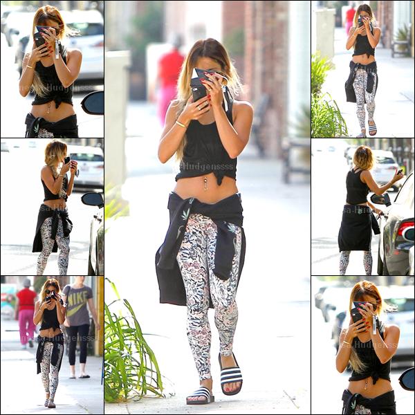 05.05.2014 : Vanessa a été photographiée allant à la gym. BOF pour la miss, je n'aime pas du tout ses chaussures. Vous en pensez-quoi ?