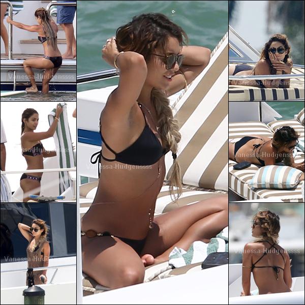 18.05.14 : Vanessa a été photographiée fêtant l'enterrement de vie de jeune fille d'Ashley Tisdale sur un yacht à Miami. Vanessa est magnifique !