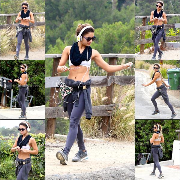 10.06.2014 : Vanessa a été photographiée dans la matinée, allant faire de la randonnée dans Los Angeles. Son sport est efficace, on voit ses abdos. FLOP pour Vanessa, vos avis ?