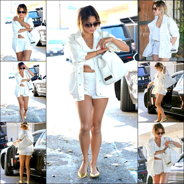 08.07.2014 : Vanessa a tout d'abord été vue quittant son cours de pilates dans Studio City. BOF pour sa tenue, c'est une tenue de sport.