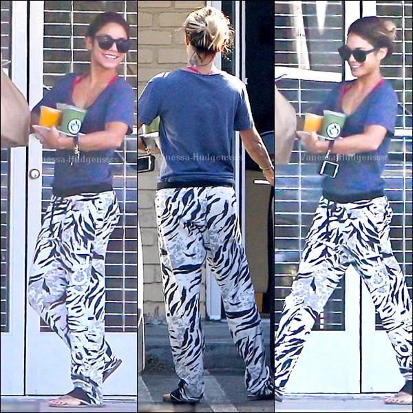 09.07.2014 : Vanessa a été photographiée allant chercher des smoothies dans les rues de Los Angeles. FLOP pour Vanessa, je n'aime pas du tout sa tenue. Et vous ?