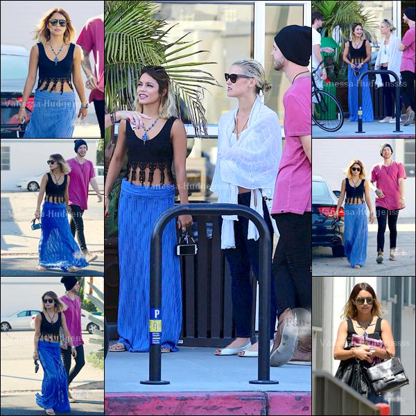 11.07.2014 : Vanessa a d'abord été vue à son cours de gym avec sa soeur, Stella dans Los Angeles. J'aime sa tenue de sport, à part les chaussures. C'est un petit TOP.
