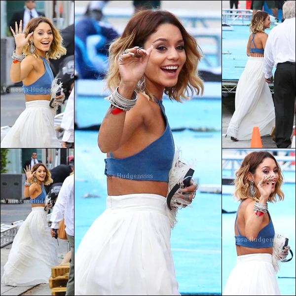 """27.07.2014 : Vanessa était présente à la cérémonie des """"Young Hollywood Awards"""" à Los Angeles. Elle y a reçu le pris """"Trendsetter Of The Year"""". Sa soeur Stella, et Ashley Tisdale étaient également présentes. TOP pour Vanessa. Vos avis ?"""