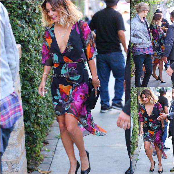06.08.2014 : Vanessa a tout d'abord été aperçue avec son copain Austin Butler, lorsqu'ils se rendaient dans un restaurant dans Los Angeles. J'aime bien sa tenue, je trouve que c'est un TOP. Vos avis ?