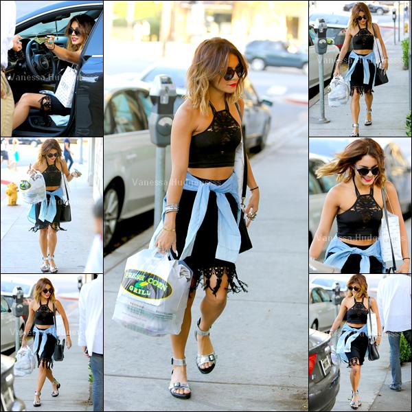 """08.08.2014 : Vanessa a été photographiée faisant quelques courses chez """"Whole Foods"""" dans Studio City. Je trouve que c'est un BOF. Vos avis ?"""