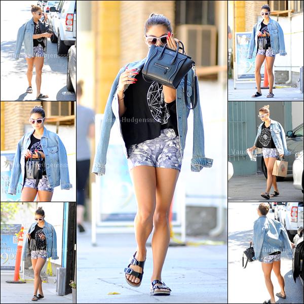 18.08.2014 : Vanessa a été photographiée dans les rues de Studio City allant chercher des boissons. Je n'aime pas sa tenue, FLOP pour ma part. Vos avis ?