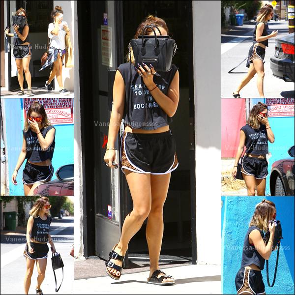 21.08.2014 : Vanessa a été photographiée avec sa s½ur Stella quittant leur cours de Pilates dans Studio City. Je n'aime pas sa tenue, FLOP. Vos avis ?