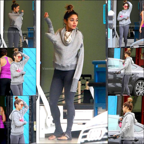 19.09.2014 : C'est une longue journée pour Vanessa. Elle a tout d'abord été aperçue quittant sont cours de Pilates dans Studio City. Sa tenue est très simple, car c'est une tenue de sport, FLOP.