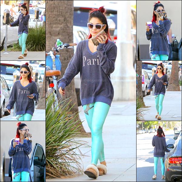 """04.11.2014 : Vanessa a été photographiée dans les rues de Los Angeles. FLOP pour Vanessa, je n'aime pas du tout sa tenue.. Ne parlons pas de ses """"chaussons"""".. Et je n'aime pas sa coiffure, ni ses lunettes. Vos avis?"""