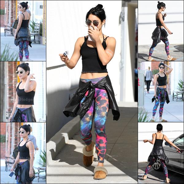 """21.11.2014 : Vanessa a d'abord été photographiée allant à son cours de pilates dans Los Angeles. Je n'aime pas trop sa tenue, elle a remis ses """"chaussons"""", FLOP. Vos avis ?"""