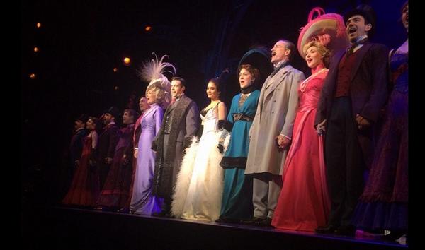 18.01.2015 : Vanessa a fait une autre représentation de Gigi à Broadway. Après sa représentation, la belle a pris le temps de faire quelques photos avec ses fans.