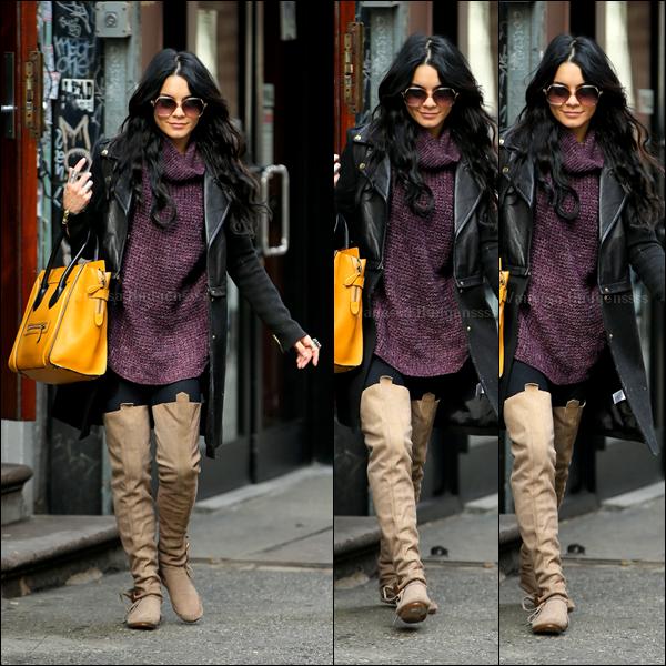 10.03.2015 : Vanessa a été photographiée dans les rues de New-York. J'aime beaucoup sa tenue, même si je trouve que les bottes sont un peu trop hautes. TOP ! Vos avis ?