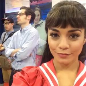 """11.03.2015 : Vanessa a tout d'abord été vue arrivant au """"Neil Simon Theatre"""" dans New-York. J'aime bien sa tenue, je la trouve toute belle. TOP ! Vos avis ?"""