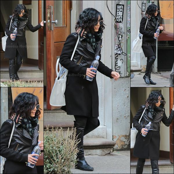 25.03.2015 : Vanessa a été photographiée sortant de son appartement à New-York. J'aime bien sa tenue, petit TOP. Vos avis ?