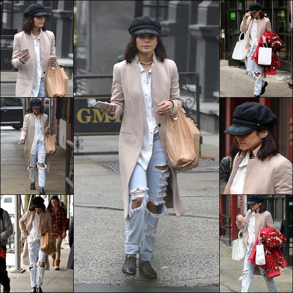 03.04.2015 : Vanessa a été photographiée se promenant dans les rues de New-York. J'aime son manteau, son sac et son pantalon.. Cependant je trouve que c'est un BOF.. Vous en pensez quoi ?