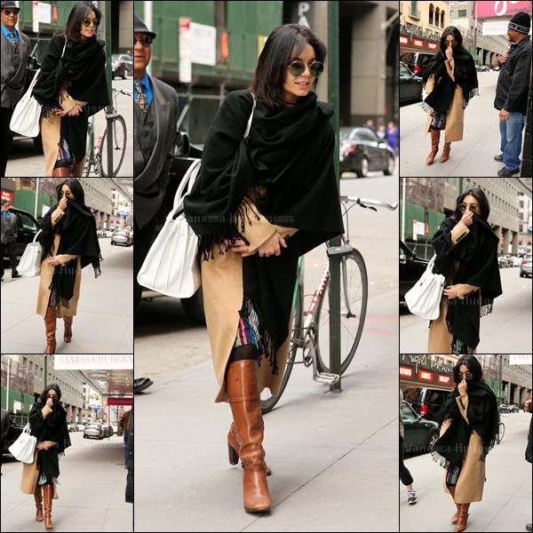 05.04.2015 : Vanessa a d'abord été aperçue sortant de son appartement à New-York. Je n'aime que ses bottes, son sac, ses lunettes et ses cheveux.. Flop pour ma part. Et pour vous ?