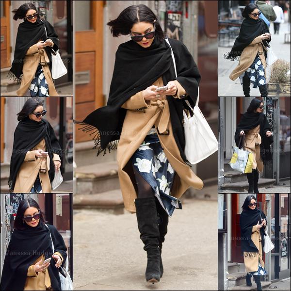 """08.04.2015 : Vanessa a une fois de plus été photographiée sortant de son appartement à New-York pour se rendre au """"Neil Simon Theater"""".Je n'aime pas trop sa tenue, BOF. Et vous ?"""