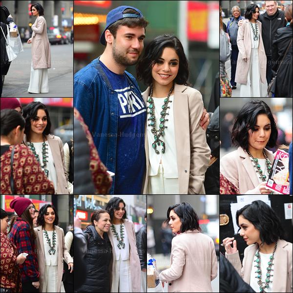 10.04.2015 : Vanessa a d'abord été vue quittant son appartement à New-York. J'aime assez sa tenue, même si je trouve que le pull gâche un peu la tenue, petit BOF pour ma part. Et pour vous ?
