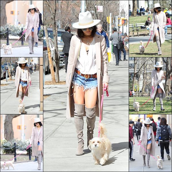 """16.04.2015 : Vanessa a été photographiée promenant son chien Darla dans le """"Washington Square Park"""" à New-York. J'aime assez la tenue, mais le manteau long comme ça gâche un peu la tenue je trouve. BOF. Vos avis ?"""