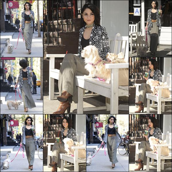 27.04.2015 : Vanessa a été photographiée promenant Darla dans les rues de Soho à New-York. Nessa semble jouer avec les paparazzis.. Un peu comme si elle faisait un photoshoot. Concernant sa tenue je n'aime pas trop le bas, j'aime que le haut, donc BOF. Vos avis ?