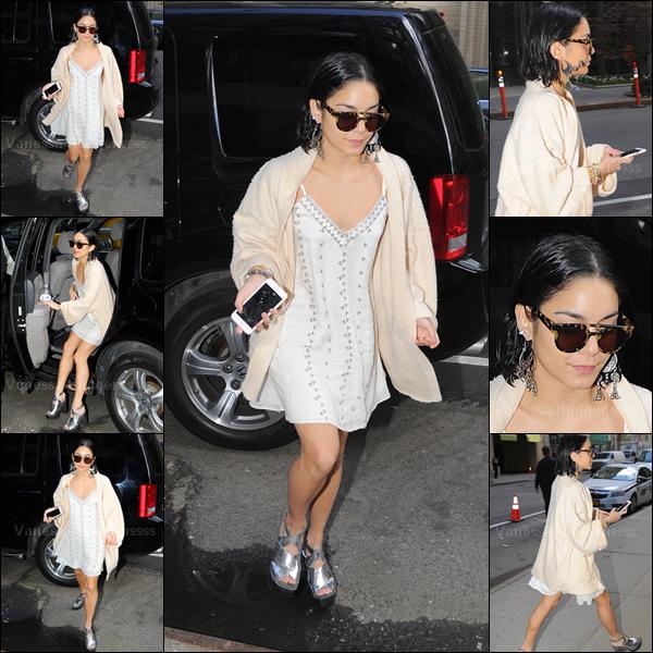 """28.04.2015 :  Vanessa a été vue arrivant aux """"Neil Simon Theatre"""" à New-York. J'aime sa tenue, à part les chaussures. TOP. Vos avis ?"""