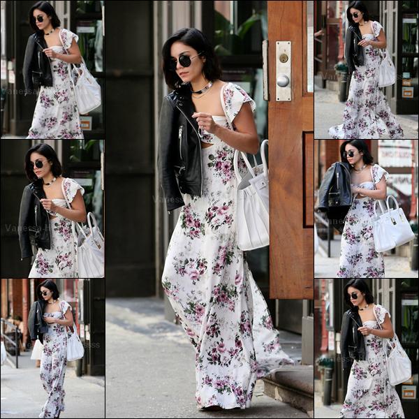 """29.04.2015 : Vanessa a été photographiée quittant son appartement pour se rendre aux """"Neil Simon Theatre"""" à New-York. J'adore sa tenue. Gros TOP. Vos avis ?"""