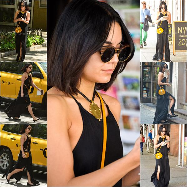 08.05.2015 : Vanessa a d'abord été aperçue quittant son appartement à New-York. J'adore sa tenue, c'est un gros TOP ! Vos avis ?