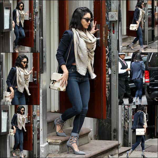 09.05.2015 : Vanessa a d'abord été photographiée quittant son appartement, comme pratiquement tous les jours maintenant, à New-York. J'aime beaucoup sa tenue. TOP. Vos avis ?