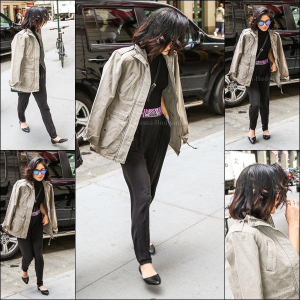 15.05.2015 : Vanessa a d'abord été vue avec sa s½ur Stella, et son chien Darla, rentrant à son appartement dans New-York. BOF pour leurs tenues. Vos avis ?