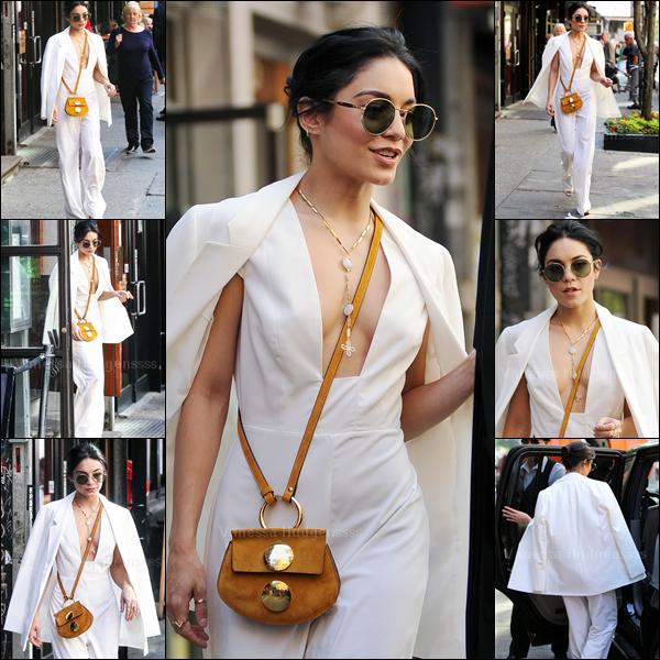 19.05.2015 : Vanessa a tout d'abord été photographiée dans les rues de New-York. BOF pour sa tenue. Vos avis ?