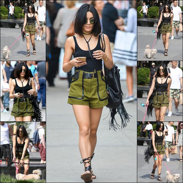 26.05.2015 : Vanessa a été photographiée promenant Darla dans les rues de New-York. J'aime assez sa tenue, par contre ses chaussures je n'aime pas du tout. Petit BOF. Vos avis ?