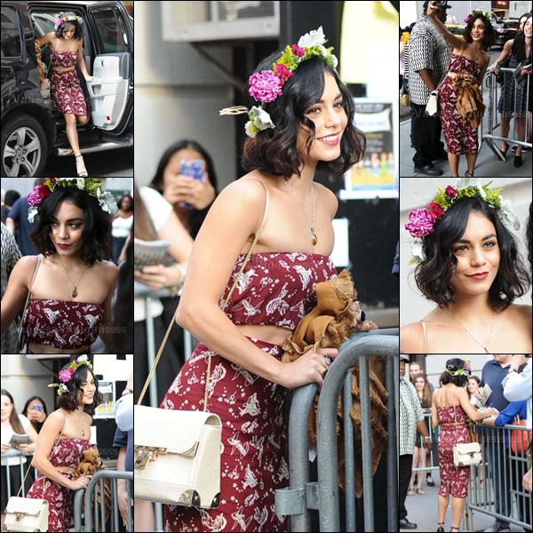 19.06.2015 : Vanessa a tout d'abord été photographiée arrivant à son appartement à New-York, avec sa s½ur Stella. Je n'aime pas leurs tenues, FLOP. Vos avis ?